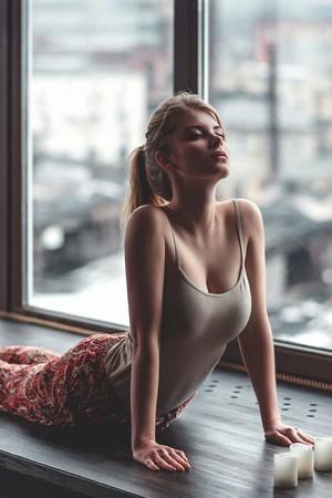 征服同学漂亮麻麻目录:神秘的爱液